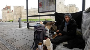 lmmarco41473771 stuart a homeless man sits under a bus shelter where he sl180104203849