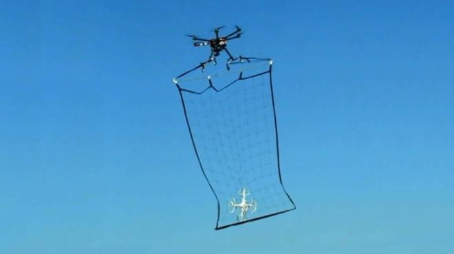 El Japó inventa una xarxa per caçar drons