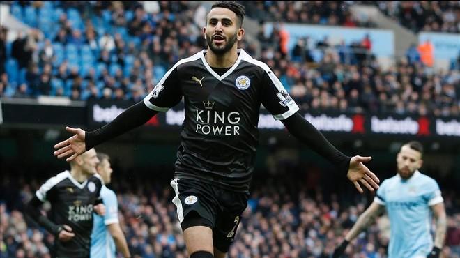 El argelino Mahrez celebra el segundo gol del Leicester en la victoria en el campo del City.