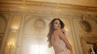 La bloguera Dulceida protagoniza el anuncio de su perfume 'Mucho amor by Dulceida'.