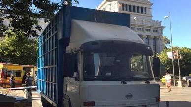 Muere un usuario de BiciMad atropellado por un camión en pleno centro de Madrid