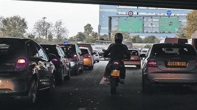 AMB proposa avançar al 2018 el veto als cotxes més contaminants dins les rondes