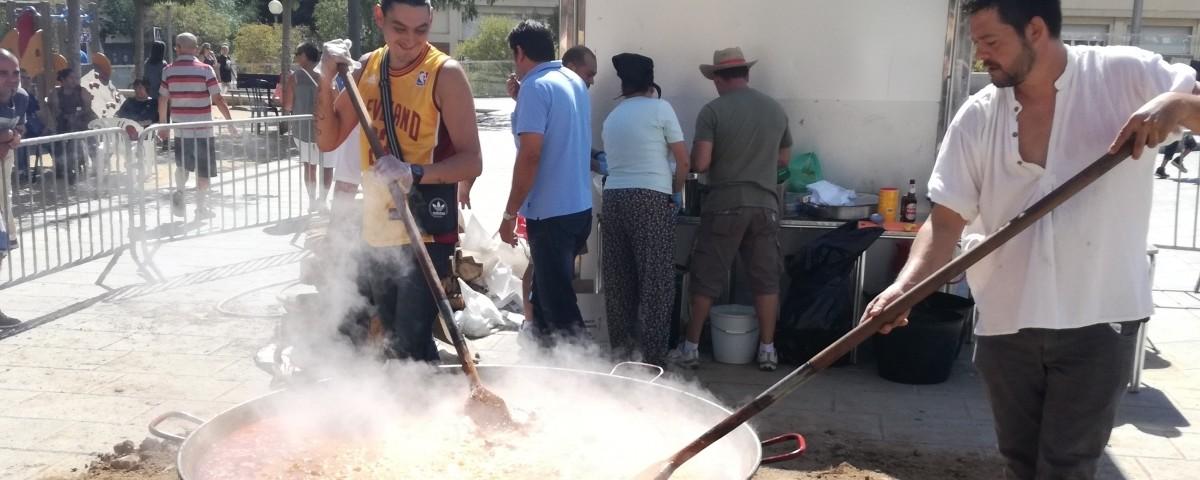 Es desferma la polèmica a Mataró per una paella popular amb porc i alcohol