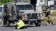 La policia israeliana instal·la un mur de formigó entre un barri palestí i una colònia
