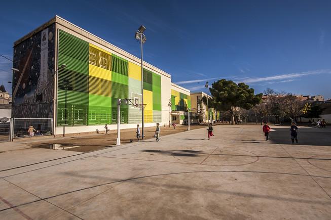 La Escuela Pau Casals vuelve a abrir su patio los fines de semana