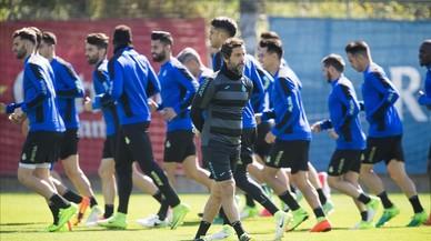 Quique Sánchez, durante el entrenamiento de esta mañana en Sant Adrià.