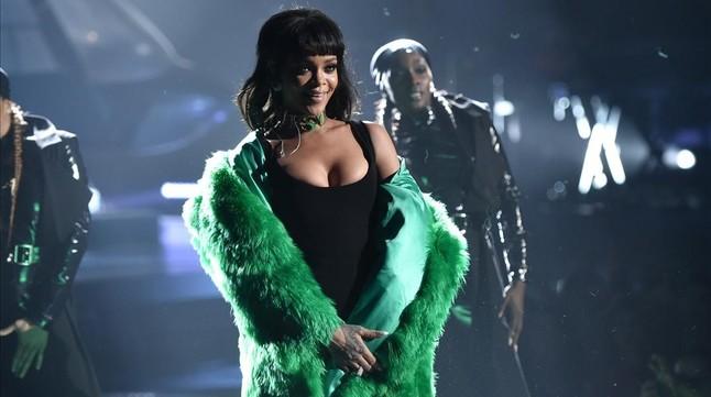 Rihanna publica por sorpresa su nuevo disco... ¡y gratis!