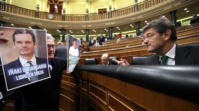 Diego Cañamero, frente al ministro de Justicia, Rafael Catalá, con la fotografía de Iñaki Urdangarin.