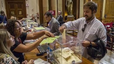 Un letrado vota este miércoles en la sede del Col.legi d'Advocats de Barcelona.