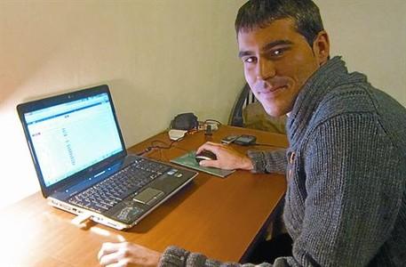 L'impulsor 8 Alberto Fernández, ahir, al seu pis de Milà.