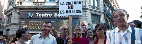 Imgenes de las concentraciones de ayer en Barcelona (arriba) y Madrid.