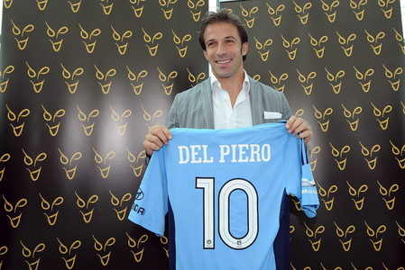 Alessandro Del Piero posa tras anunciar su fichaje por el equipo australiano Sydney FC, el pasado mircoles.