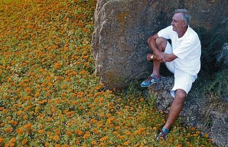 Johan Cruyff posa para el fotógrafo en El Montanyà, donde tiene su residencia de verano y disfruta jugando al golf. La imagen se capturó el 25 de agosto del 2009.