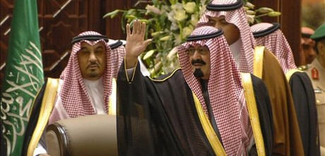 El rey Abdalá (derecha), en una imagen de archivo, en el 2006.