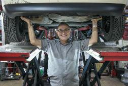 Paco Rojas: �Me paso el d�a haciendo gamberradas a mis clientes�