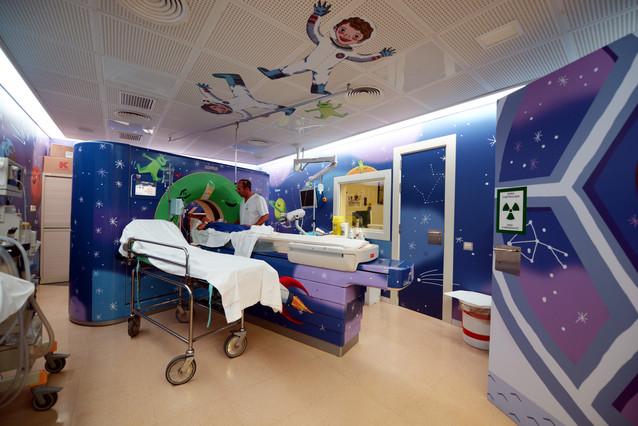 La nueva decoración transforma el área de diagnóstico por la imagen de Sant Joan de Déu en una aventura espacial.
