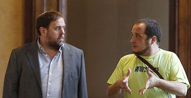 Junqueras y Fern�ndez, en los pasillos del Parlament.