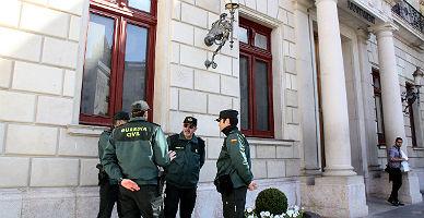 Agentes, ante el Ayuntamiento de Reus.