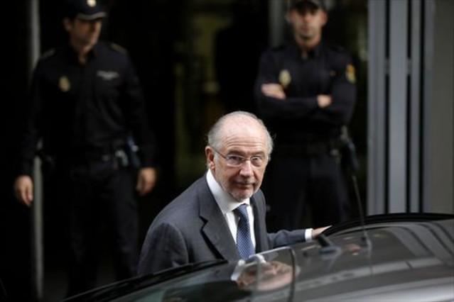Rodrigo Rato saliendo de la Audiencia Nacional, tras declarar ante el juez, en octubre del 2014.
