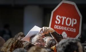 Manifestación de la Plataforma de Afectados por la Hipoteca (PAH) en Valencia después del fallo del Tribunal de la UE sobre los desahucios, en el 2013.