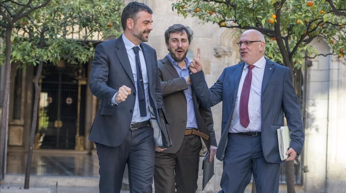 Santi Vila y Jordi Baiget, con el conseller Toni Comin (en el centro), en una imagen del 2016.