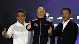 Yamamoto (de blanco), junto a Tost (Toro Rosso) y Moriyama