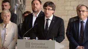 abertran40197020 catalan regional president carles puigdemont c gives a spe170920124915