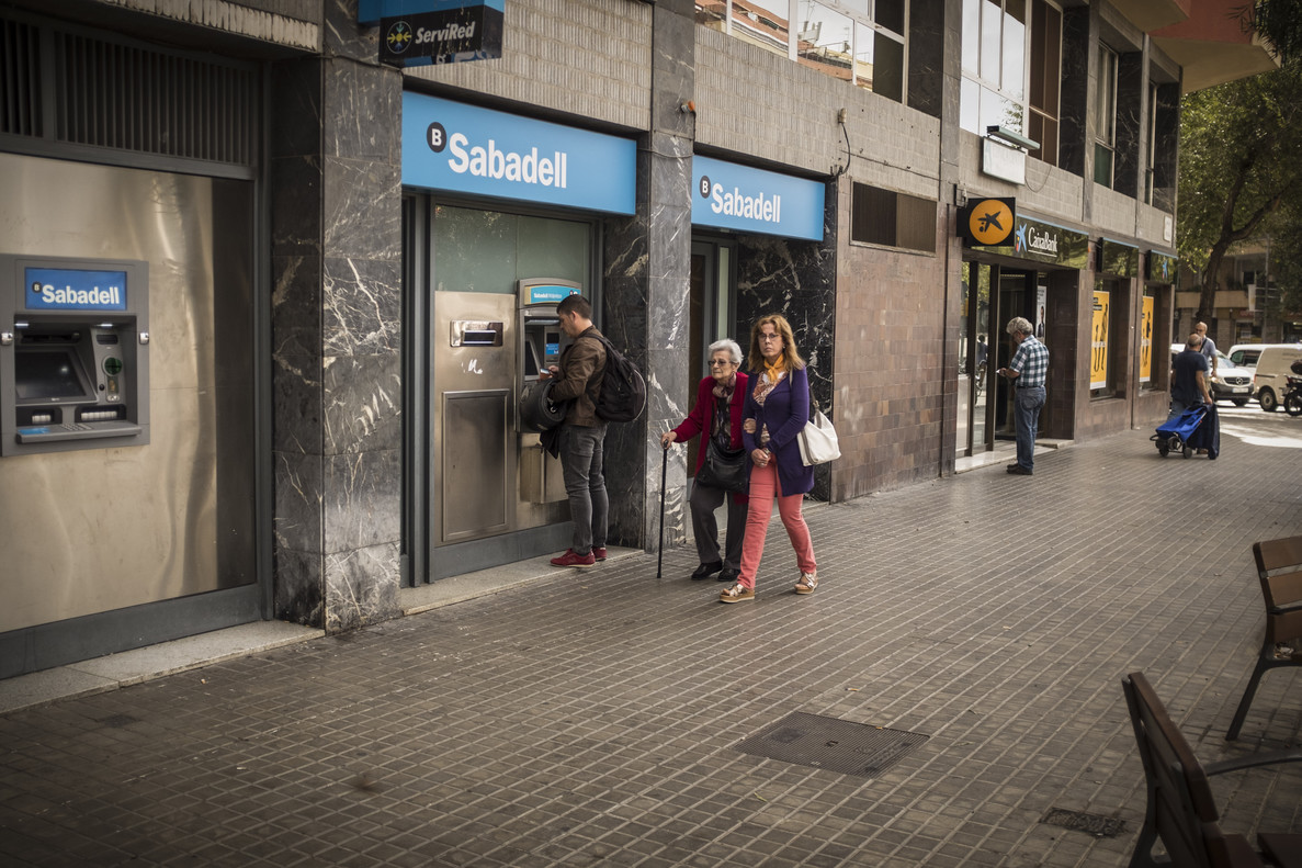 Al menos 531 empresas se han ido de catalunya este octubre for Oficinas sabadell madrid