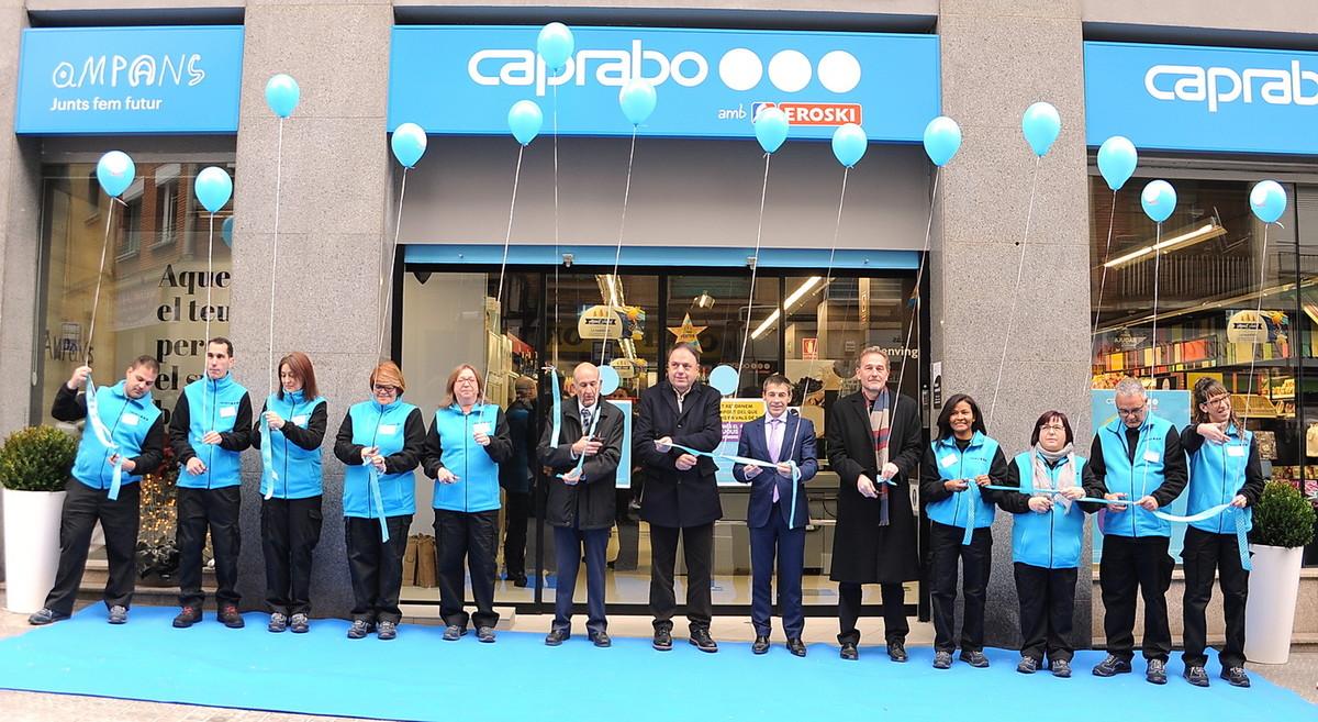 Inauguración en Manresa del primer súper gestionado por personas con discapacidad, un proyecto de Caprabo y Ampans.