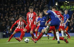 undefined41205634 chelsea s eden hazard makes a shot on goal which atletico s171205231734