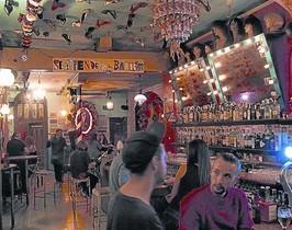 Tacones en el techo 8Interior del sorprendente bar Sor Rita.