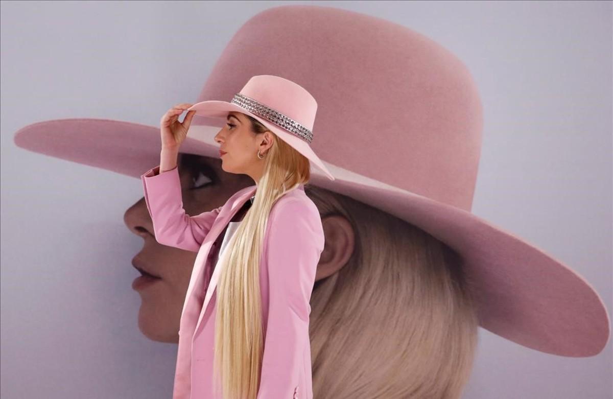 La cantant Lady Gaga, posa per als fotògrafs durant la promoció del nou àlbum, 'Joanne', a Tòquio.