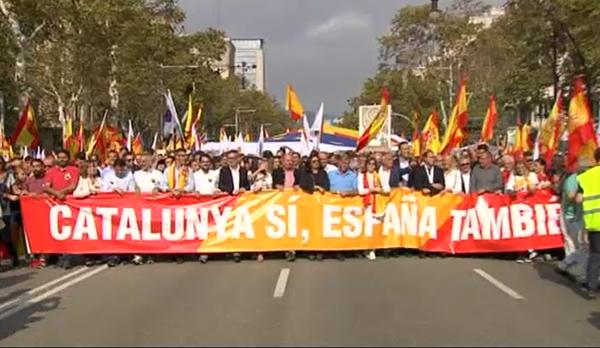 Milers de persones es manifesten a Barcelona en contra de la independència
