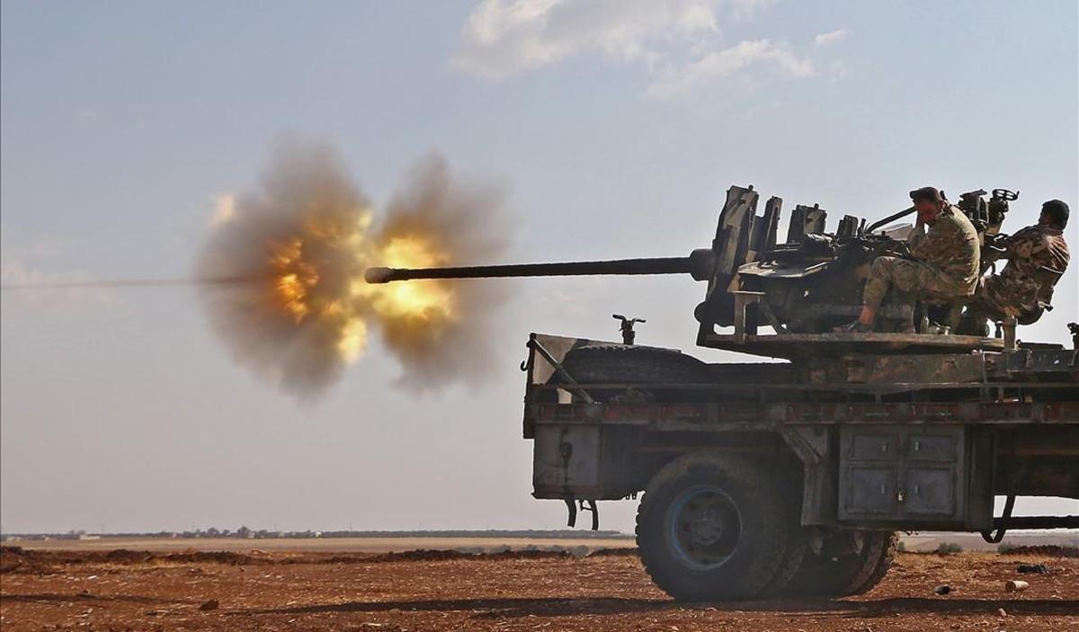 Combatientes del Ejército Libre de Siria durante la lucha contra el Estado Islámico en el pueblo de Yahmoul.