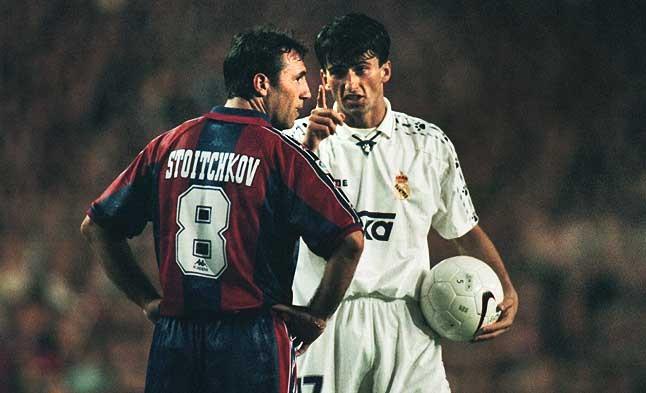El derbi echa chispas. Stoichkov, durante el partido de Liga disputado el 10 de mayo de 1997.