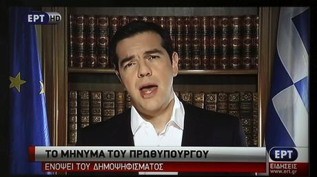 Imagen de Tsipras, durante su mensaje al pa�s por televisi�n, este viernes en Atenas.
