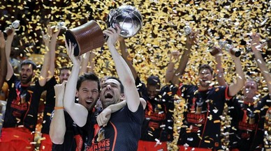 El València esclafa el Madrid i conquista la seva primera Lliga