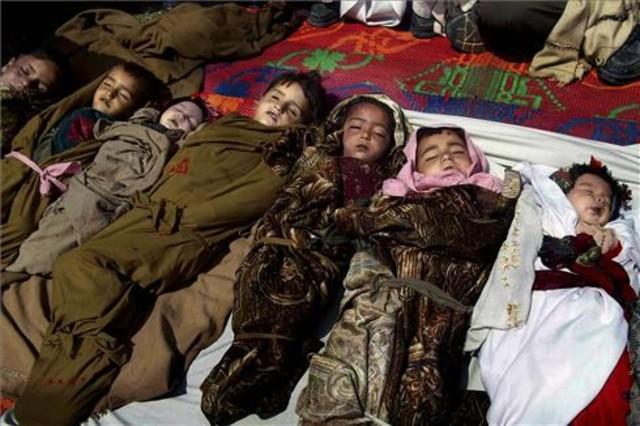 Un bombardeo de la OTAN mata a diez niños y una mujer en Afganistán