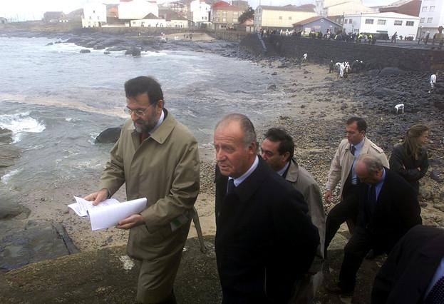 """El desastre del 'Prestige'; del naufragio a los """"hilillos de plastilina"""""""