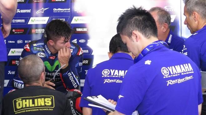 Maverick Viñales pasó ayer, en Montmeló, un día de test intenso con su equipo técnico, comandado por Ramón Forcada.