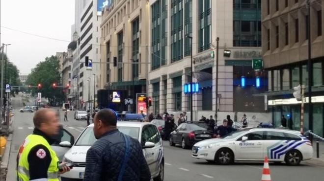 La polic�a ha bloqueado las calles que dan acceso al centro comercial de Bruselas.