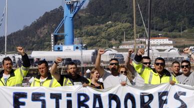 Estibadores y patronal firman un acuerdo que pone fin a la huelga en los puertos