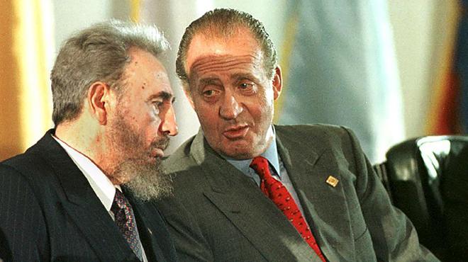 El rei Joan Carles s'acomiada de Fidel en un viatge carregat de símbols