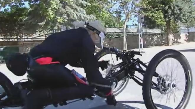La atleta paralímpica recupera su bicicleta robada en las fiestas del Orgullo Gay