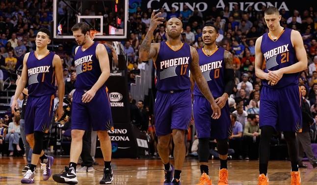 Los jugadores de los Suns, durante un encuentro
