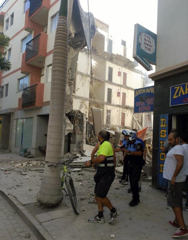 El edificio que se derrumb en tenerife no ten a licencia for Permiso de obras barcelona