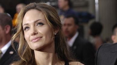 Angelina Jolie es muda amb els nens a Malibu