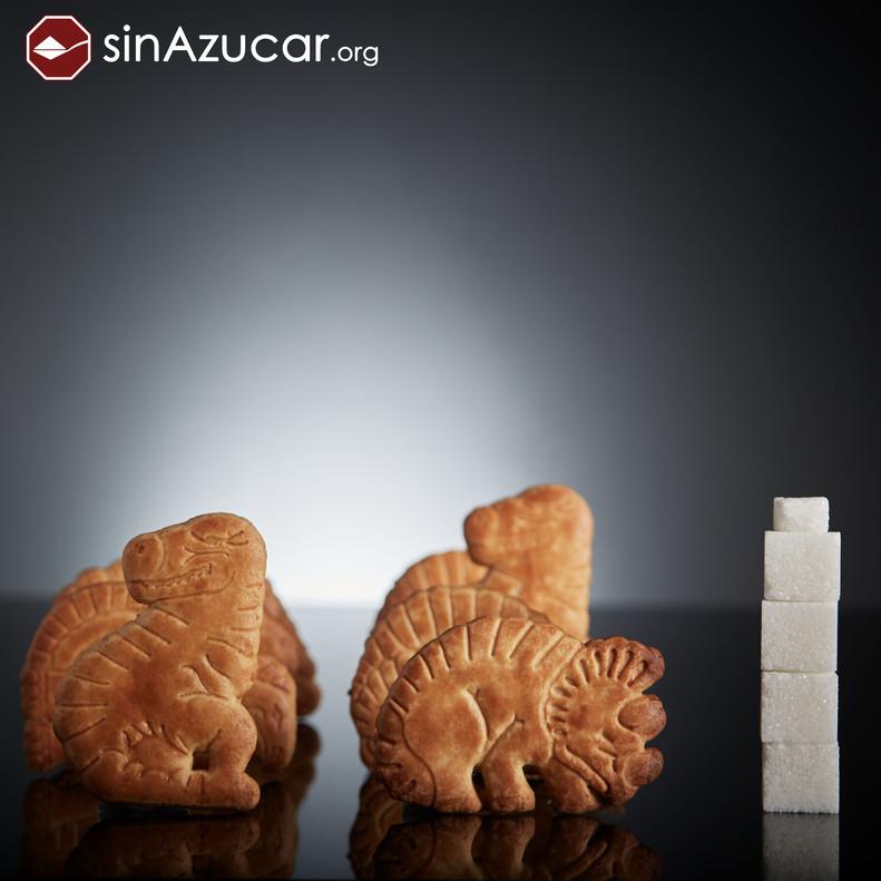 8 galletas Dinosaurus tienen 16,8g de azúcar, lo que equivale a 4,2 terrones.