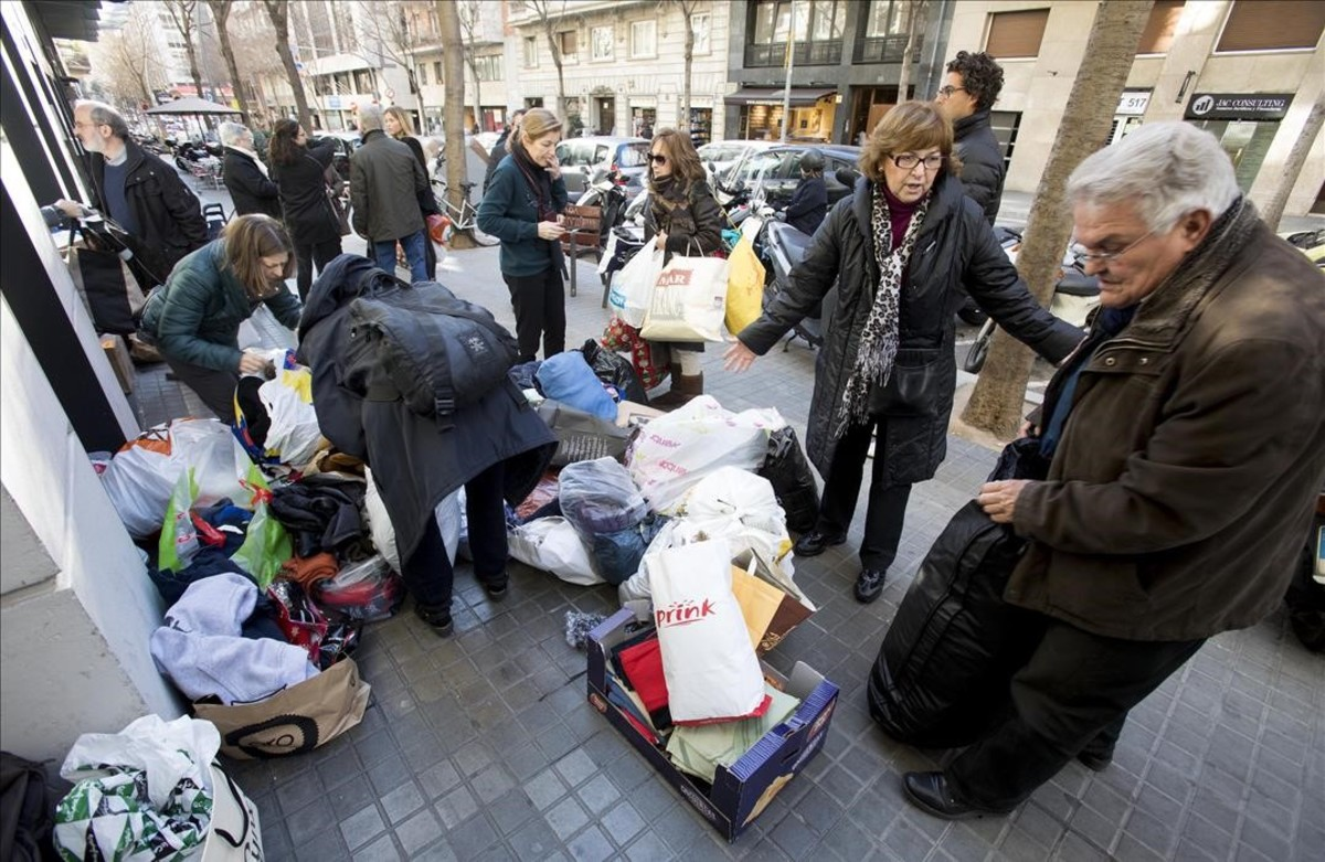 zentauroepp36896729 barcelona 16 01 2017 recogida de ropa de invierno para los 170116140945