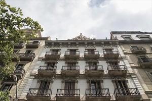 Fachada del edificio de la familia Argelich, en la rambla de Catalunya, donde se han rodado cien películas.